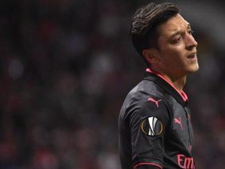 Arsenal dan Permintaan Melepas Ozil